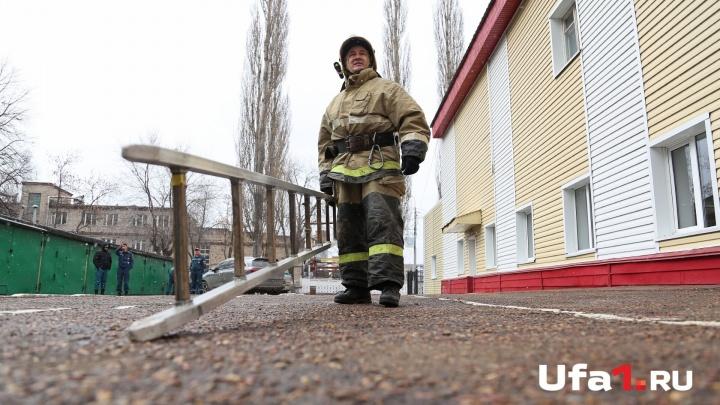 Молния ударила в мачту радиостанции: в Башкирии из-за стихии вспыхнул пожар