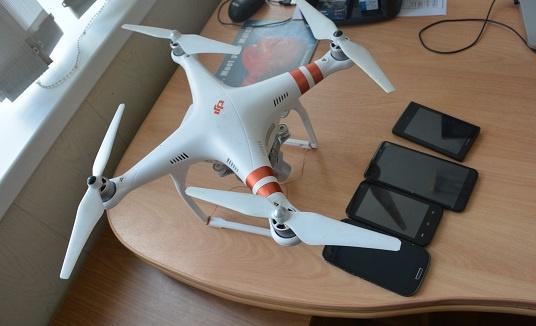 На видео засняли летящий дрон, который переправлял телефоны зэкам в нижнетагильскую колонию