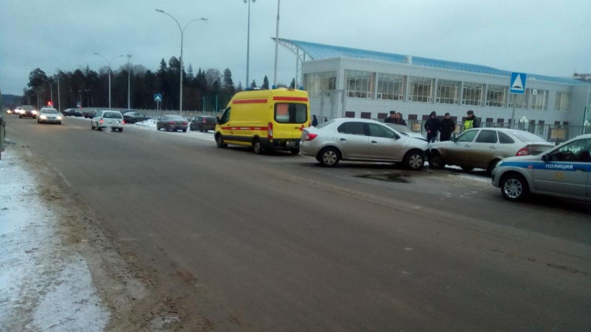 ВНижегородской области шофёр иномарки умер, протаранив авто на стоянке
