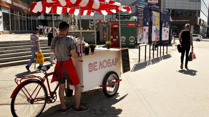 На площадь Маркса приехал трёхколёсный бар с лимонадом