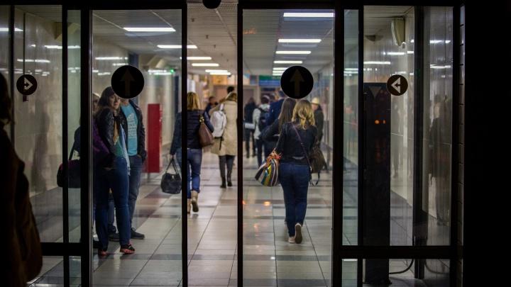 Девять часов на чемоданах: стала известна причина долгой задержки рейса из Вьетнама в Новосибирск