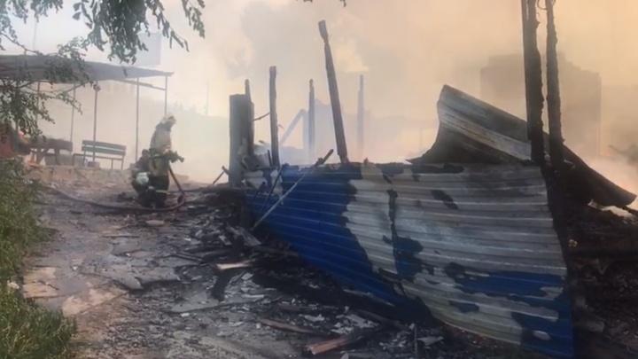 Во время пожара в Кизитериновской балке пострадали два человека