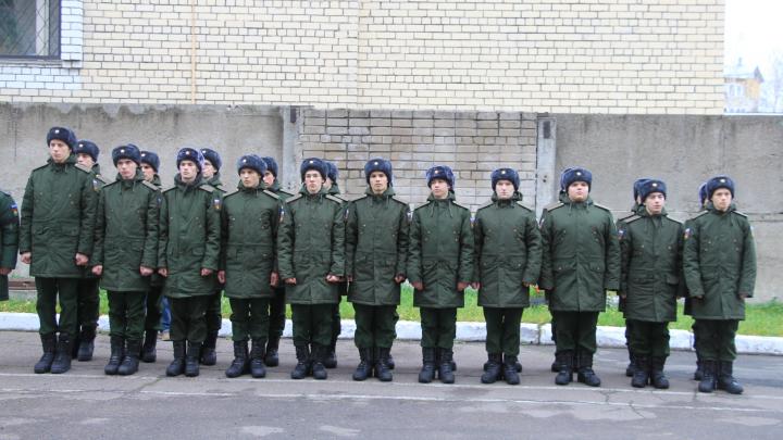«Не умеешь воспитывать без силы — нечего в армии делать»: что думают о дедовщине читатели 29.RU