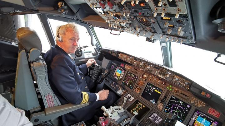 Блюдечки озёр и встречные самолёты: архангельский лётчик фотографирует мир прямо из кабины пилота
