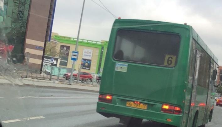 Тюменцы «сдали» ГИБДД водителя автобуса №6, выехавшего на встречку