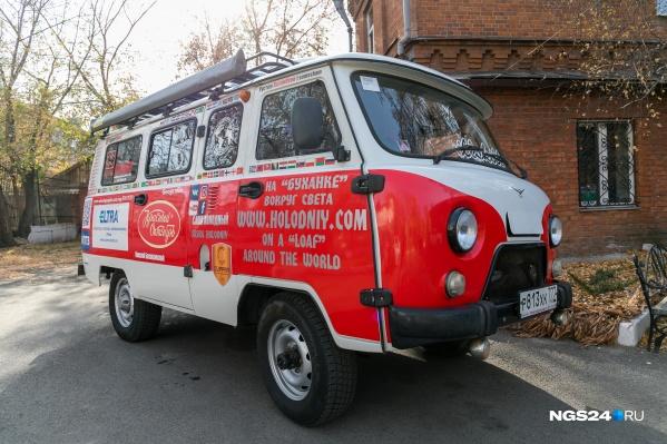 Уазик выглядит не хуже легендарных микроавтобусов в стиле хиппи 70-х годов