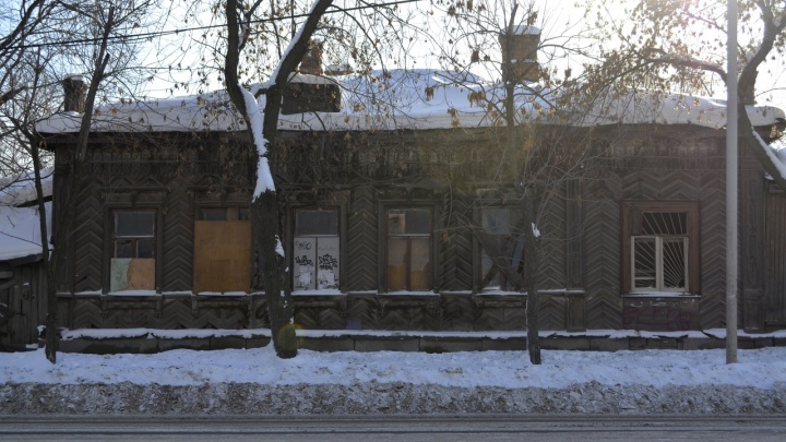 Из Екатеринбурга в Нижнюю Синячиху ради новостроек вывезут старинное деревянное здание