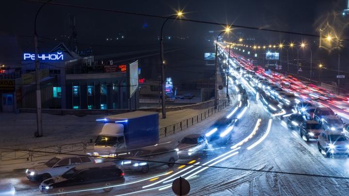 Заснеженные дороги Новосибирска сковали 10-балльные пробки