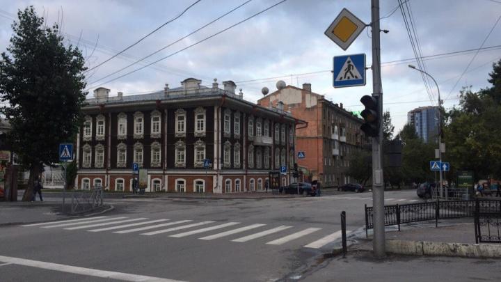 На важном перекрёстке в центре города отключили светофоры