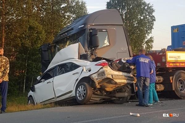 Водитель и пассажиры легковушки погибли ещё до приезда врачей