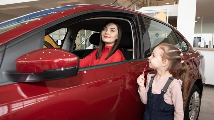 «Мама на драйве»:на какие автомобили пересядут прекрасные волгоградки в 2019 году