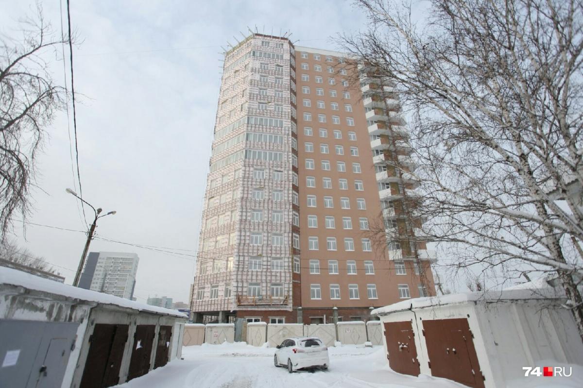 Здание на Курчатова, 28 несколько лет было «заморожено». Стройку возобновили к саммитам-2020<br><br>
