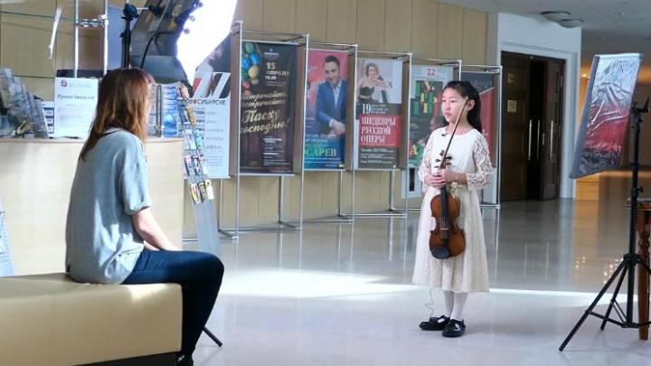 Видео: британская «Принцесса скрипки» похвалила оркестр и пельмени в Новосибирской филармонии