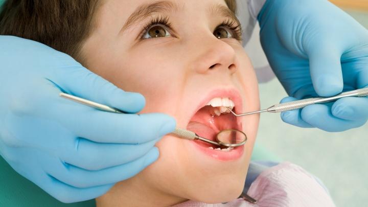 Горы игрушек и душевный доктор: в Тюмени детям помогут справиться со страхом перед лечением зубов