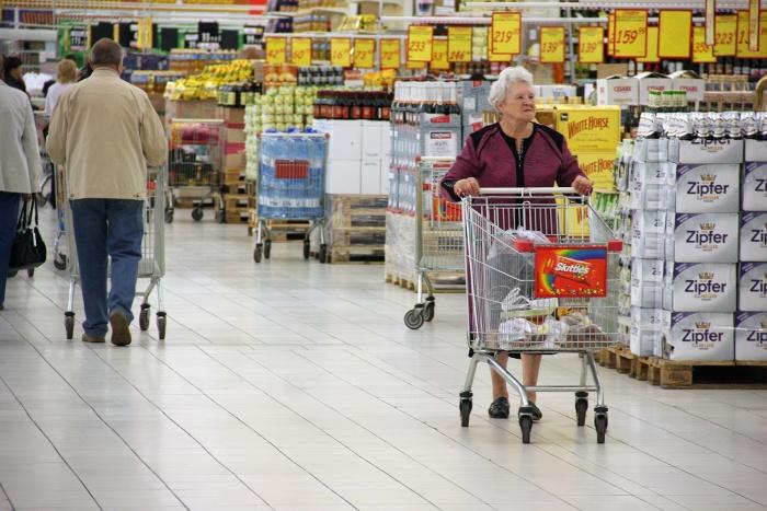 Новосибирцам стало труднее купить молоко, сигареты и сливочное масло