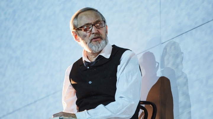 Новосибирские актёры отдали гонорары звезде сцены, который борется с раком