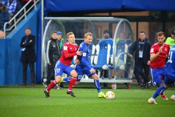 Дмитрий Кабутов (слева) сейчас играет в Хабаровске