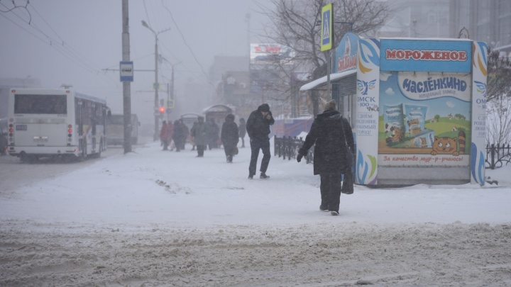 ГИБДД предупредила омичей о трудностях на дорогах из-за снегопада