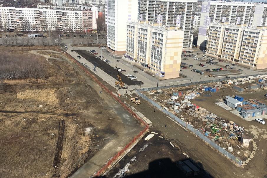 Жители новостроек попросили мэра не делать сквозную дорогу, а организовать пешеходную зону