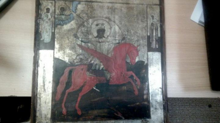 В Зауралье у пенсионерки украли шесть икон, распятие и Псалтырь