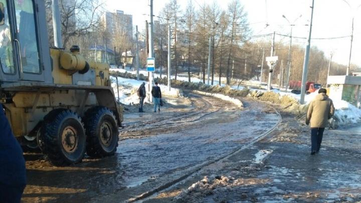 До Висима теперь не доехать. В Перми из-за потопа на Уральской изменили маршруты трамваев