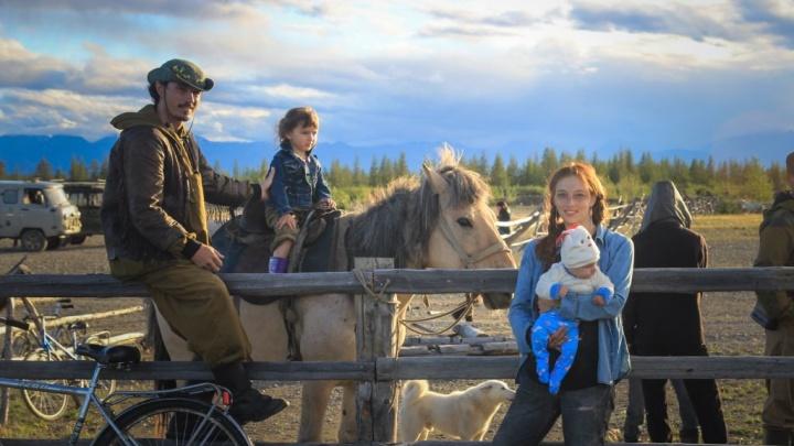 О художнице из Челябинска, путешествующей по Крайнему Северу, сняли фильм
