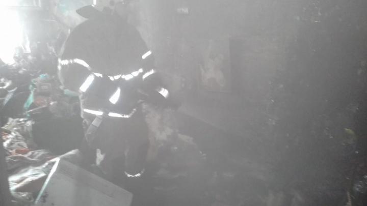 В Омске из пожара на Челюскинцев спасли пожилую женщину