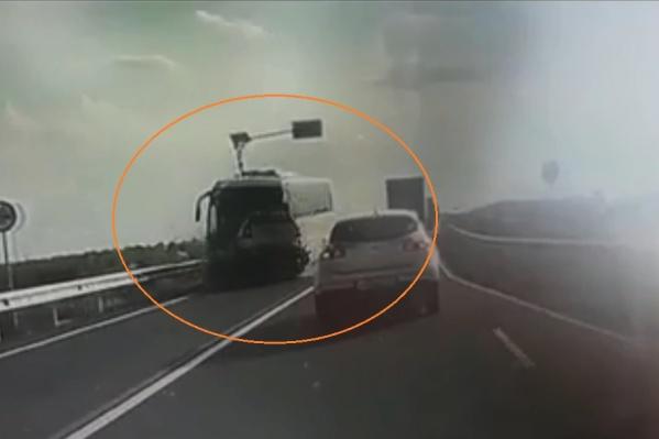 Момент аварии записали регистраторы