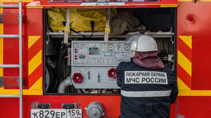 «МЧС приедет и за всех поработает». Пермские пожарные эмоционально выступили против властей