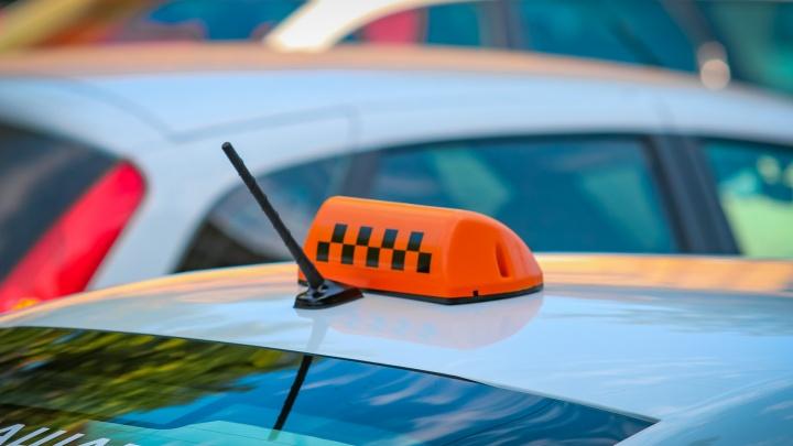 Неуставной цвет: служба такси подделала документы, чтобы не перекрашивать машины