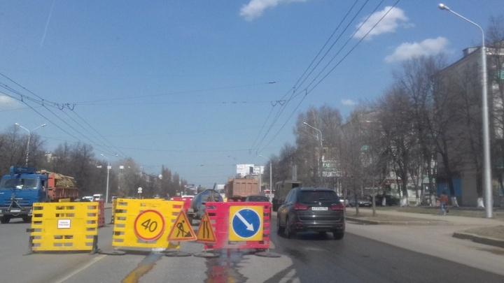 В Уфе из-за прорыва трубы перегородили дорогу возле Южного автовокзала