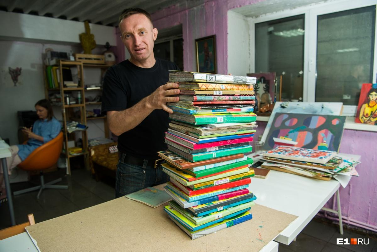 Эту стопку он принес в «Культурный транзит» — надеется, что организуют выставку