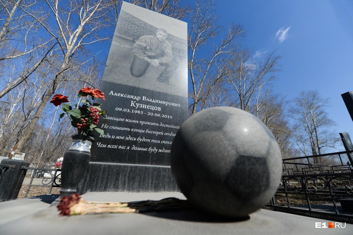 Одно из самых необычных надгробий на Восточном кладбище