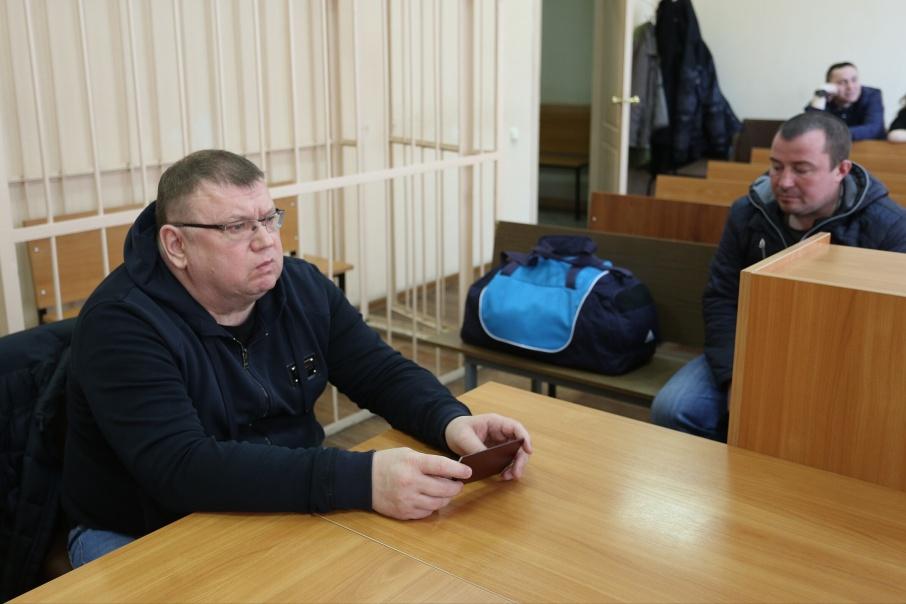 На заключительную часть приговора Сергей Мануйлов пришёл с вещами и в крайне подавленном состоянии