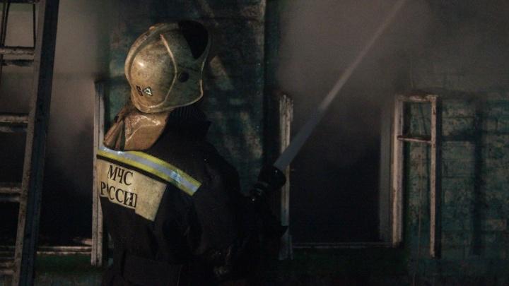 Под Тольятти в крупном пожаре в дачном поселке «Труд» погиб мужчина и пострадала девушка