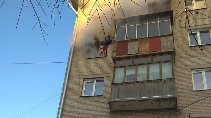 Врачи рассказали о состоянии двух детей, выпрыгнувших из окна горящей квартиры на Ватутина