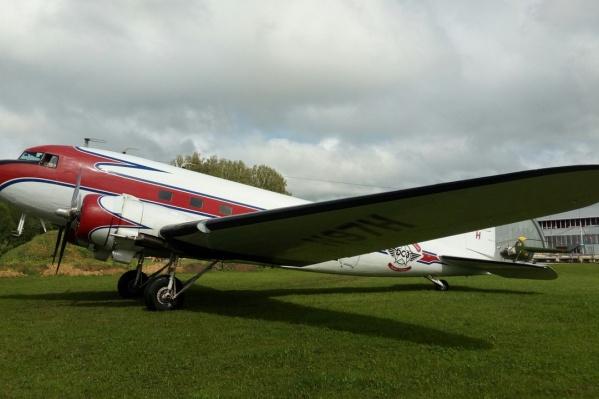 74-летний пассажирский самолёт «Дуглас» на аэродроме Мочище