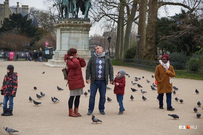 Площадь у собора Парижской Богоматери — там мы встретились с Андреем
