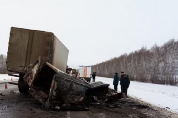 После столкновения с грузовой машиной «Газель» выгорела дотла