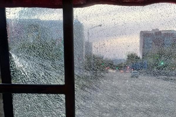 Горожане предполагают, что автобус могли обстрелять подростки