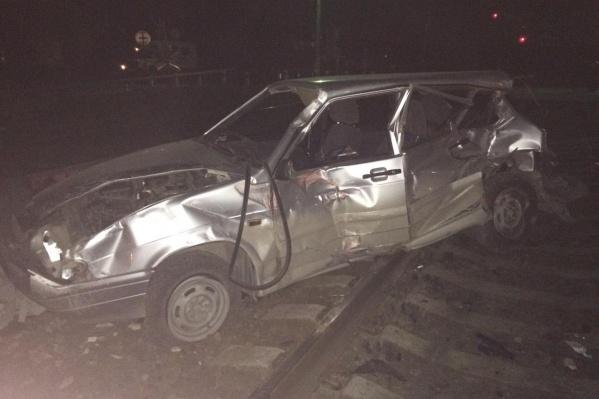 Удар поезда пришелся как раз на водительскую сторону