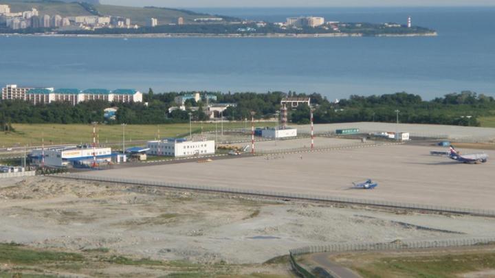 Отпуск не задался: житель Челябинска устроил дебош на борту самолёта в Геленджик