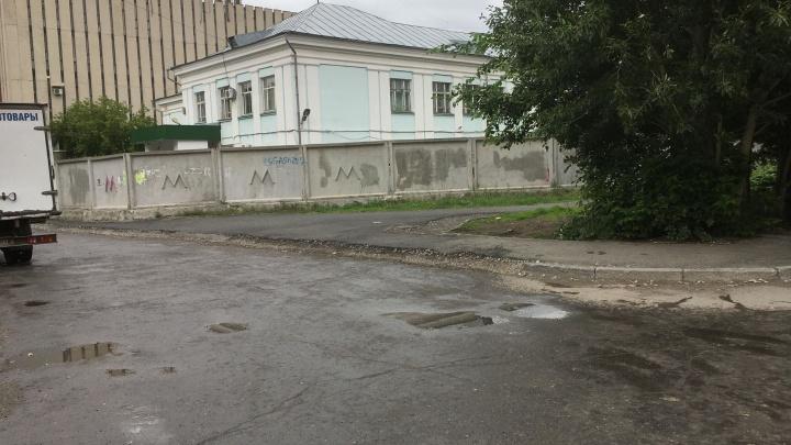 """«Будет знак """"Жилая зона""""»: как обезопасят учеников школы на ВИЗе, у которой отказались делать зебру"""