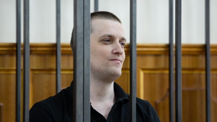 Бывший челябинский полицейский, обвиняемый в убийстве бизнесмена, попросил разрешения звонить маме