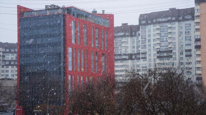 Апрель? Не, не слышали: в Екатеринбурге пошёл снег