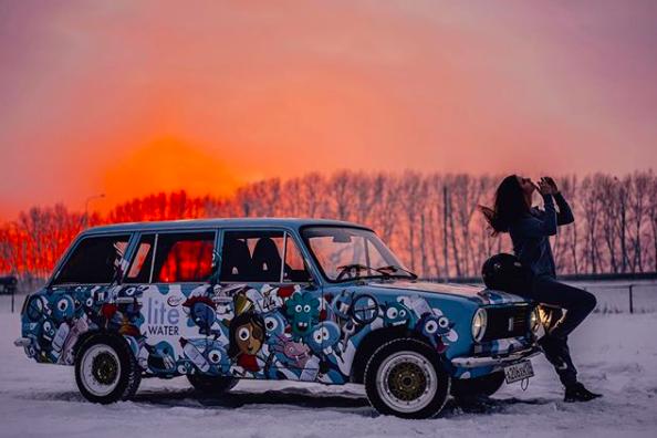 Она безумно красива: в Новосибирск приедет знаменитая девушка-дрифтер