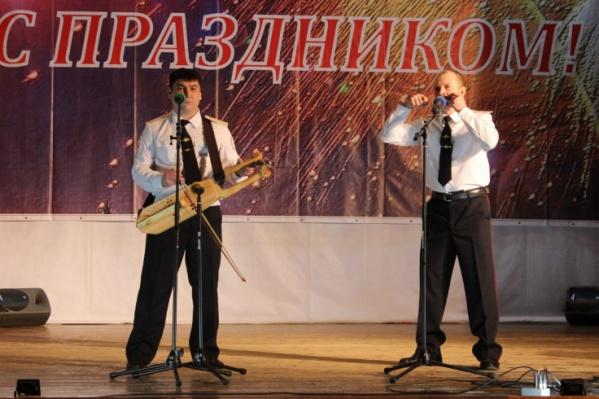 Андрей Греков сам мастерит инструменты и пишет музыку для них