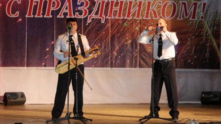 Полицейский из Лесосибирска изготавливает старинные музыкальные инструменты