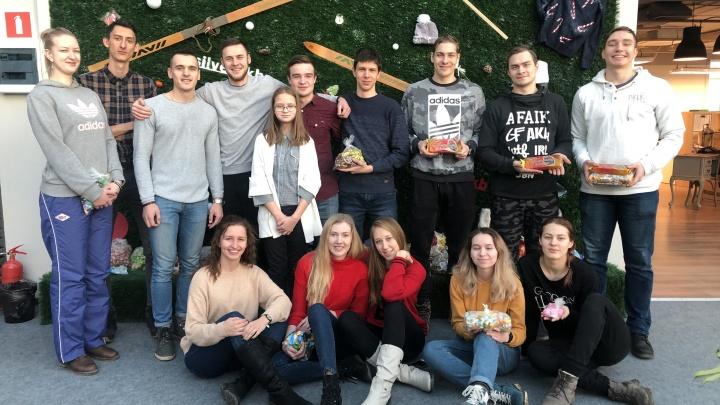 Екатеринбуржцы собрали центнер сладостей к Новому году