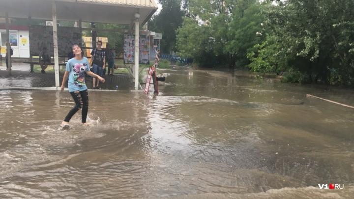 Второй воскресный потоп в Волгограде: улицы ставшие реками